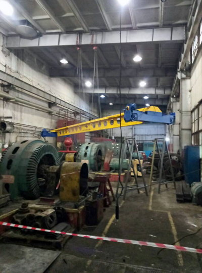 assembly of the crane in the workshop